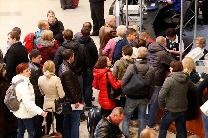 Пассажиры отмененных рейсов в аэропорту Домодедово