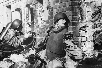 Во время уличных боев в Сталинграде, октябрь 1942 года