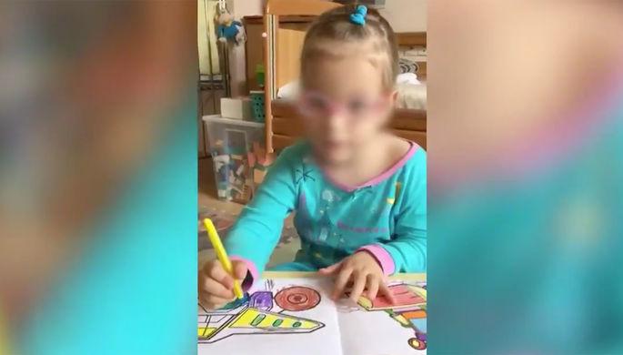 Девочка, которая 5 лет живет в больнице (кадр из видео)