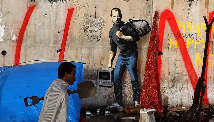 Стив Джобс на картине уличного художника Бэнкси в лагере для мигрантов во Франции, 2015 год
