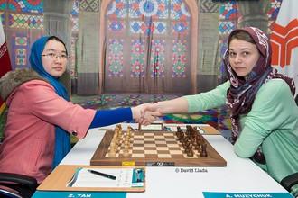 Украинка Анна Музычук и китаянка Тань Чжуни согласились на ничью в четвертой партии финала чемпионата мира по шахматам среди женщин