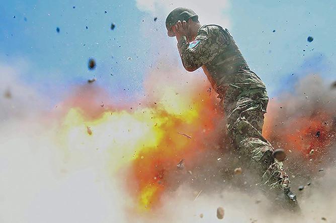 Фотография взрыва, сделанная военным фотографом Хильдой Клейтон, 2 июля 2013 года