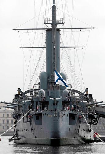 Памятник-корабль — крейсер 1-го ранга «Аврора» на стоянке у Петроградской набережной в Санкт-Петербурге