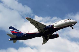 Самолет Sukhoi Superjet 100 авиакомпании «Аэрофлот» в международном аэропорту Шереметьево