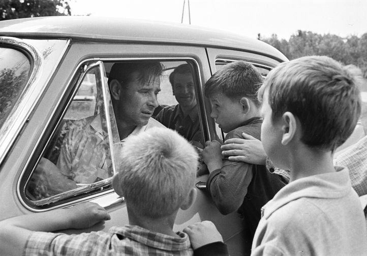 Лев Яшин с фанатами, 1969 год
