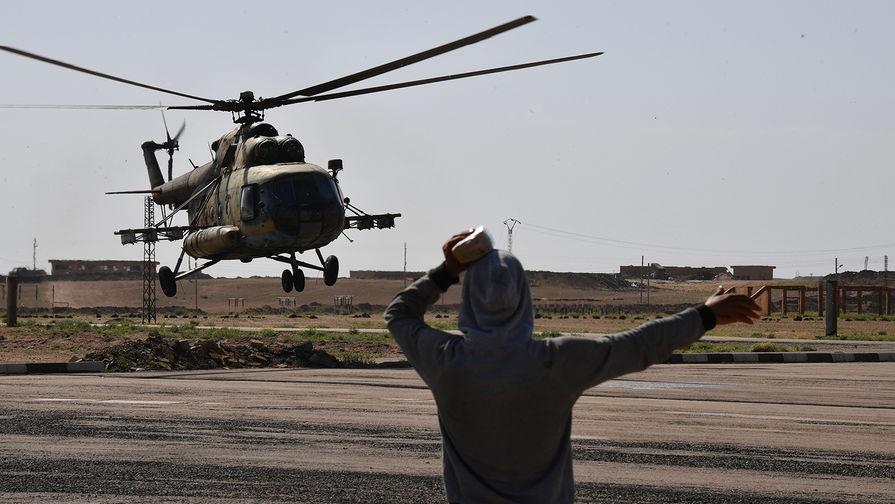 Вертолет Ми-8 в аэропорту сирийского Дейр-эз-Зора, май 2017 года