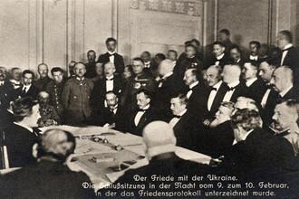 Работа делегаций на одном из ранних этапов переговоров