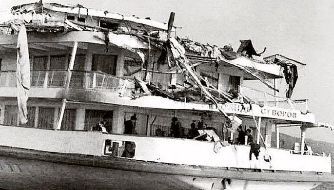 Повреждения кормовой части судна после крушения. 1983 год.