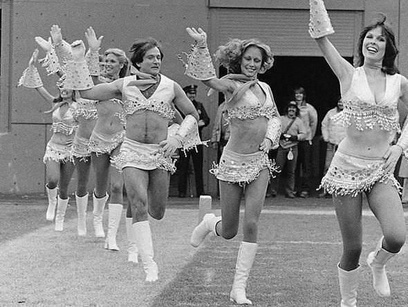 Робин Уильямс в костюме черлидера, 1980 год