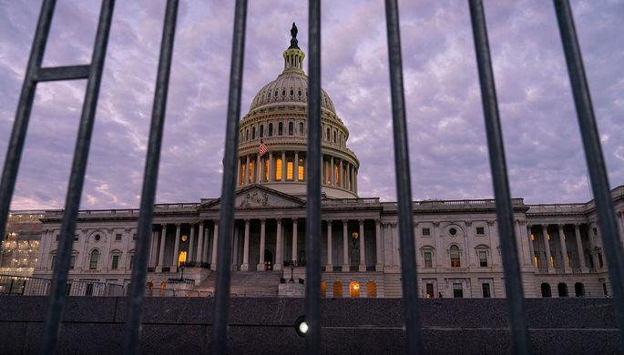 Стена, трансгендеры, импичмент: что мешает США принять оборонный бюджет