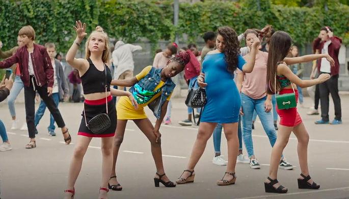 Кадр из фильма «Милашки» (2020)