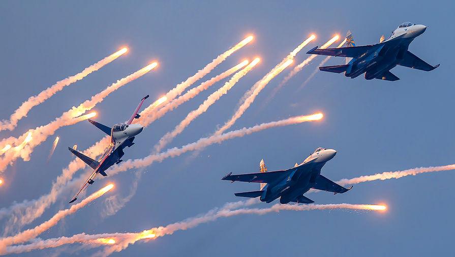 Выступление авиационной группы высшего пилотажа «Русские Витязи» в Крыму, 2014 год