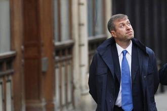 Березовский пытается доказать, что под давлением Абрамовича был вынужден продать доли в нескольких компаниях