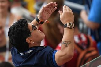 Диего Марадона на матче Франция — Аргентина
