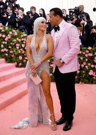 Дженнифер Лопес и Алекс Родригес на красной дорожке Met Gala-2019, 6 мая 2019 года. Пара объявила о помолвке в марте 2019 года