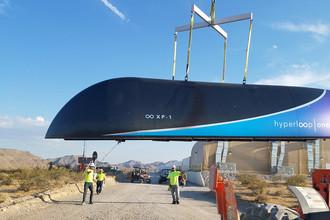 Hyperloop One во время транспортировки в Неваде, 12 мая 2017 года