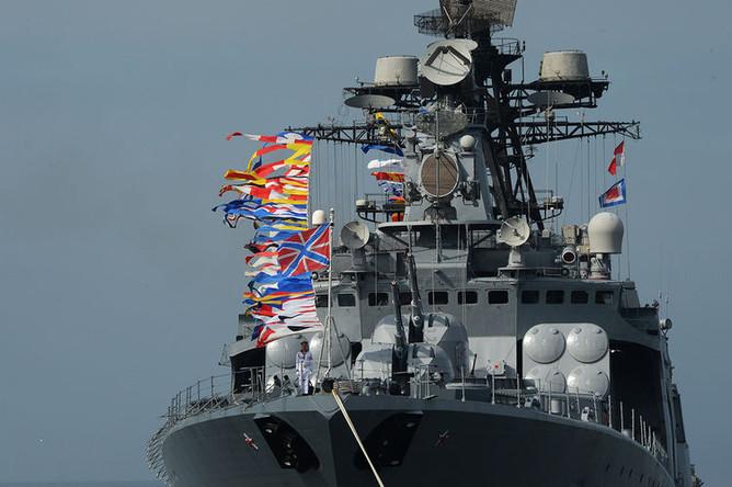Большой противолодочный корабль (БПК) «Адмирал Пантелеев» во время генеральной репетиции морского парада во Владивостоке накануне Дня Военно-Морского Флота России