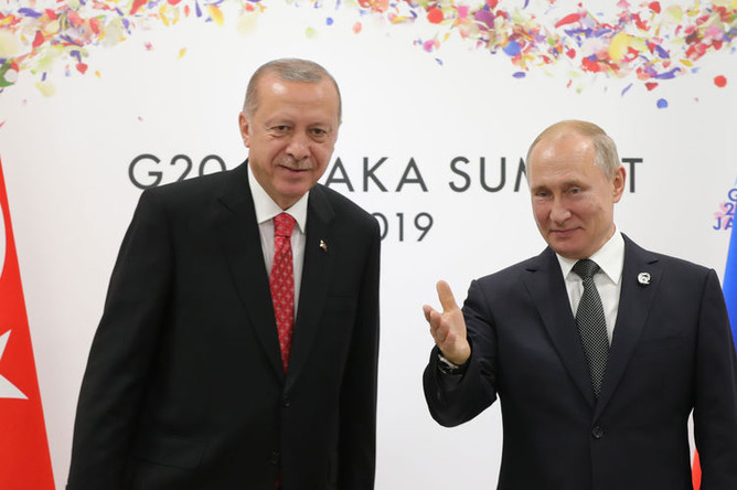 Президент России Владимир Путин и президент Турции Реджеп Тайип Эрдоган во время встречи на полях саммита G20, 29 июня 2019 года