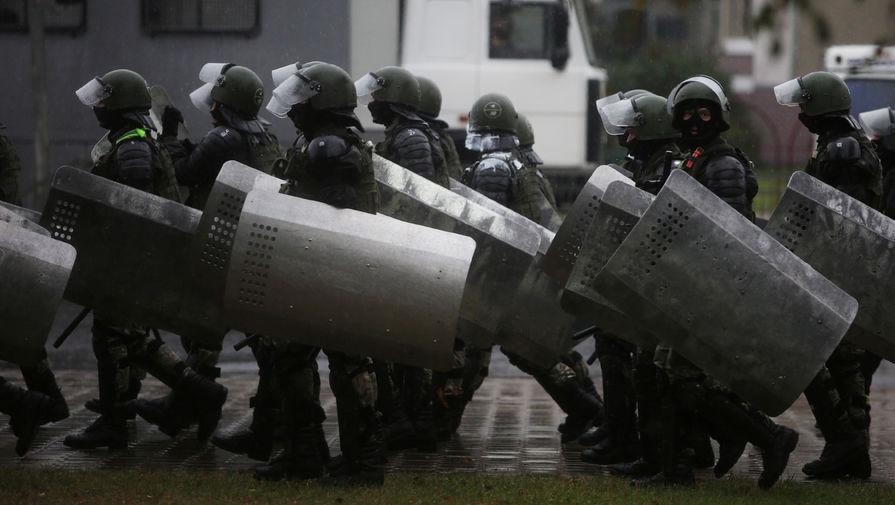 Около сотни задержанных: резиденцию Лукашенко во время протестов охраняла спецтехника