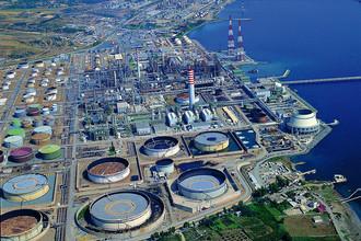 Нефтеперерабатывающий завод Sarroch Refinery компании Saras на Сардинии