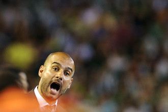 Во благо «Барселоны» Пеп Гвардиола следил за своими игроками