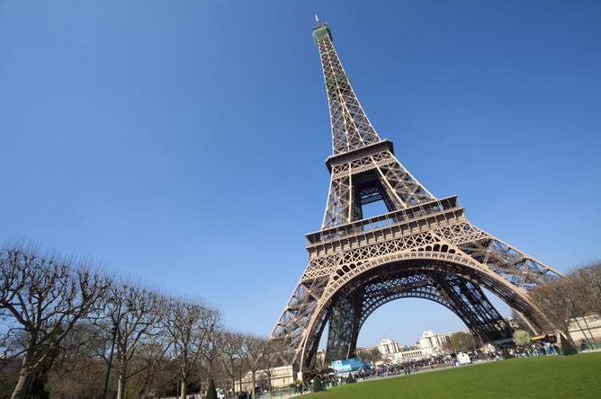 Вид на Эйфелеву башню