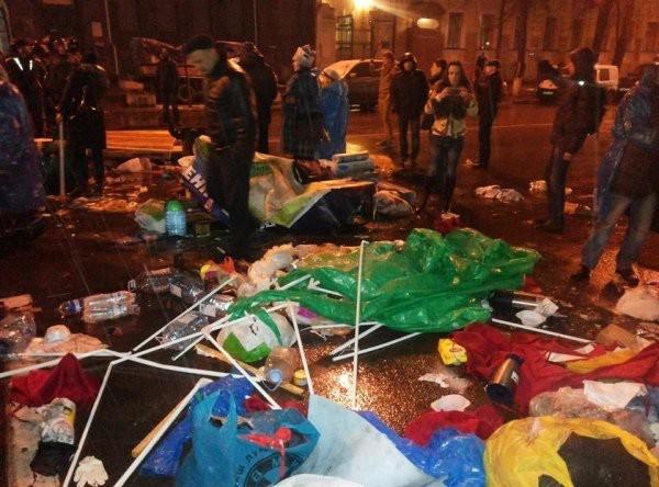 Около здания Национального банка Украины произошла драка между милицией и активистами «финансового майдана»
