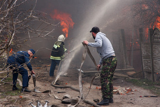 Ликвидация пожара на складе магазина пиротехники в Орле