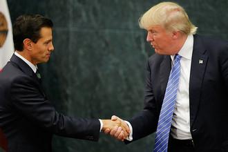 Президент Мексики Энрике Пенья Ньето и президент США Дональд Трамп во время встречи