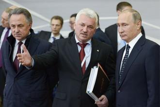 Виталий Мутко, президент Всероссийской федерации самбо Сергей Елисеев и Владимир Путин (слева направо)