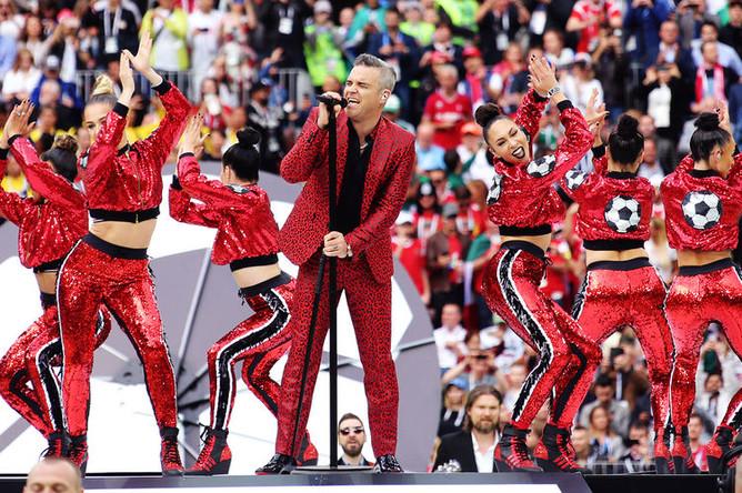 Выступление Робби Уильямса во время церемонии открытия Чемпионата мира по футболу в Москве, 14 мая 2018 года