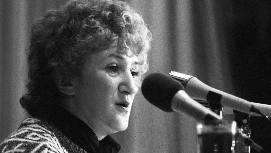 Галина Старовойтова, 1990 год