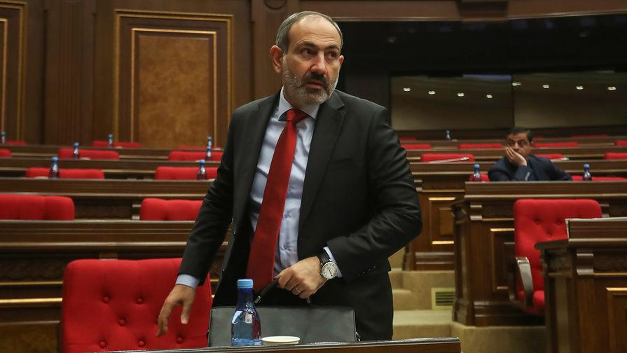 Премьер-министр Армении Никол Пашинян во время сессии парламента в Ереване, ноябрь 2018 года