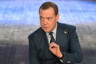 Стабильность против бедности: Медведев сдержал тарифы