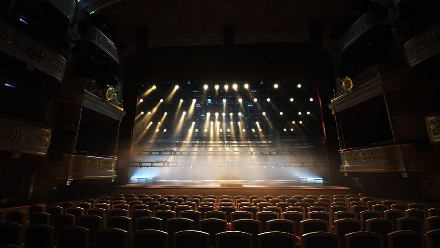 Сцена и зрительный зал Малого театра в Москве