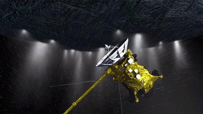 Зонд Cassini собирается нырнуть в струи, вырывающиеся с Энцелада