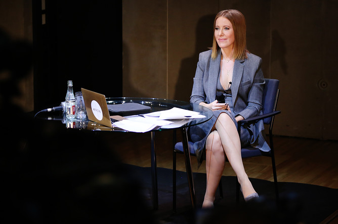 Ксения Собчак во время пресс-конференции в Москве, 24 октября 2017 года