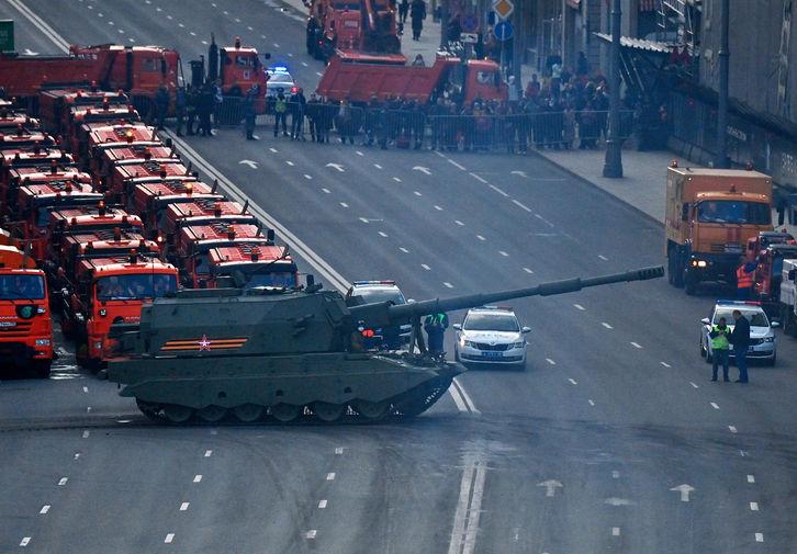 Самоходная артиллерийская установка (САУ) «Коалиция-СВ» на репетиции парада Победы в Москве, 29 апреля 2021 года