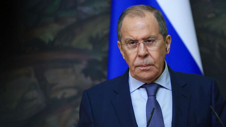 Лавров: Украина все время что-то клянчит у Запада