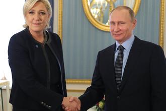 Владимир Путин и кандидат в президенты Франции Марин Ле Пенво время встречи