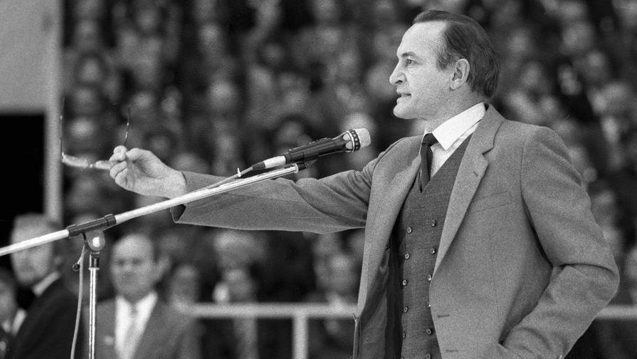 Василий Лановой выступает на антивоенном митинге в рамках Всемирной недели действий за разоружение, 1986 год