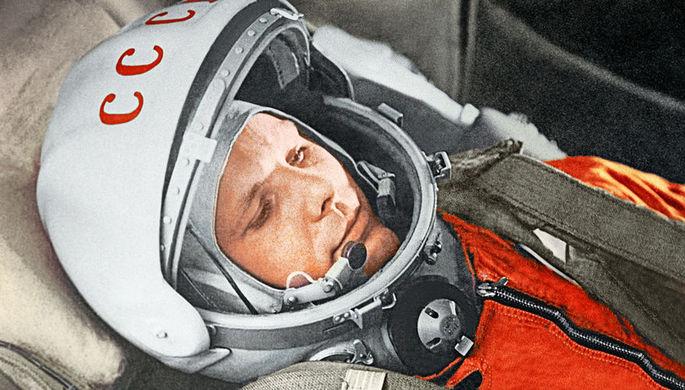 Юрий Гагарин в кабине космического корабля «Восток» во время первого в мире орбитального космического полета 12 апреля 1961 года