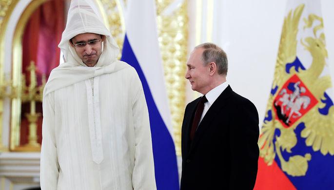 Чрезвычайный и полномочный посол Марокко в России Лотфи Бушаара и Владимир Путин на церемонии вручения верительных грамот послов иностранных государств в Александровском зале Кремля, 5 февраля 2020 года