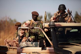 Наземная военная операция Франции против исламистов Мали привела к захвату заложников в Алжире