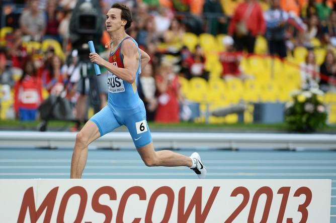 Владимир Краснов на последнем этапе предварительного забега в эстафете 4x400