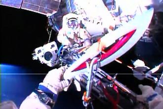Олег Котов и Сергей Рязанский вынесли олимпийский факел в открытый космос