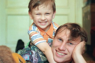 Шестилетний Денис Черышев с отцом