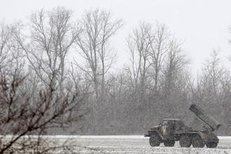 Военная техника нацгвардии в районе города Дебальцево