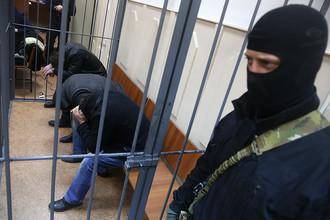 Тамерлан Эскерханов, Анзор Губашев и Хамзат Бахаев (слева направо), во время рассмотрения ходатайства об аресте в Басманном суде