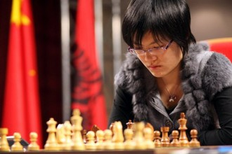 Хоу Ифань во время одной из партии матча за шахматную корону